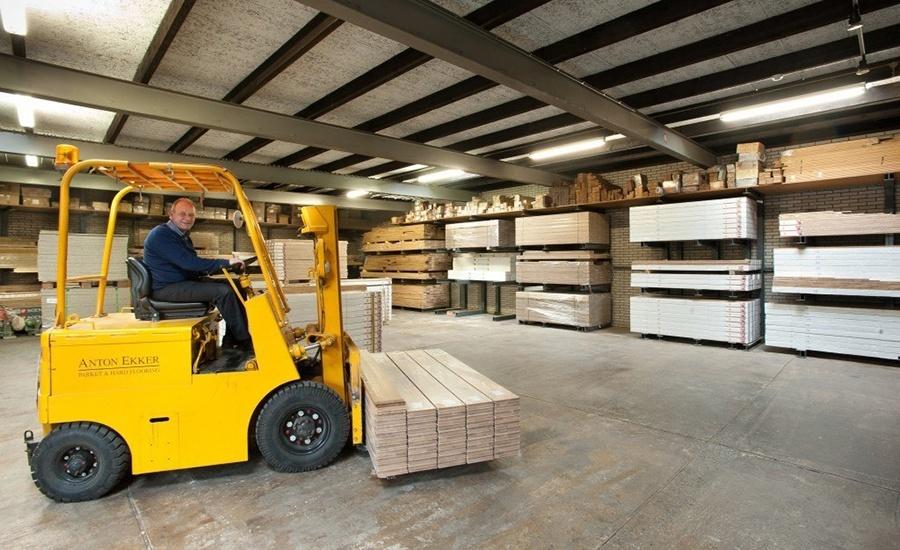 Onze werkplaats met meer dan 10.000 m2 houten vloeren op voorraad